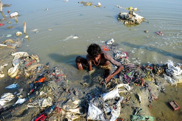 20-shocking-photos-of-humans-slowly-destroying-planet-earth-18.jpg